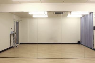 鏡5枚 - ダンススタジオ ライトルーム 三宮店(506号室)の室内の写真