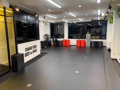 柔術マット完備! - ACFit 柔術・格闘技もOK!スタジオの室内の写真
