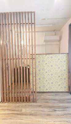 化粧洗面台の手前仕切り壁 - 北欧スタイルCOCOflap江坂 貸切レンタルスペースの室内の写真