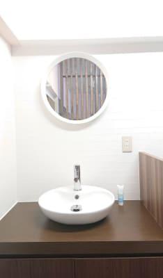 洗面化粧台 - 北欧スタイルCOCOflap江坂 貸切レンタルスペースの室内の写真
