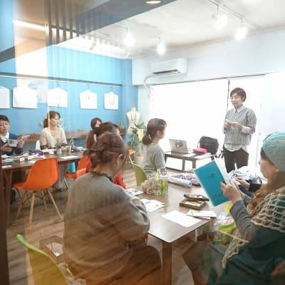 写真講座 - 北欧スタイルCOCOflap江坂 貸切レンタルスペースの室内の写真