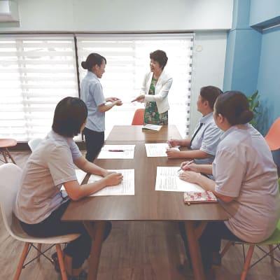 企業研修 - 北欧スタイルCOCOflap江坂 貸切レンタルスペースの室内の写真