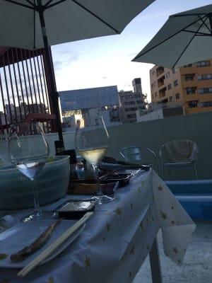 ワインは階下のワインバーから調達もできます。(氷は無料) - ヴィネリア・ピンコパリーノ ルーフトップオープンスペースの室内の写真