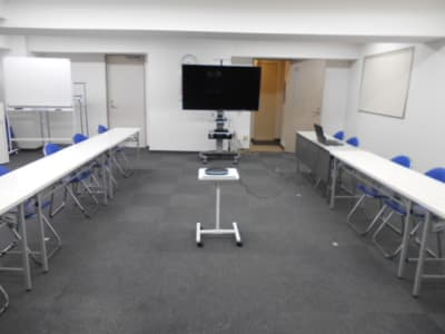 WEB会議用レイアウト奥から見た画像 - 第一総合警備保障株式会社 3階 研修・会議室の室内の写真