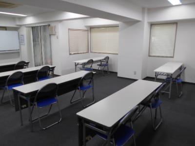 入り口側からの画像2 - 第一総合警備保障株式会社 3階 研修・会議室の室内の写真