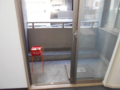 バルコニー 喫煙可 - 第一総合警備保障株式会社 3階 研修・会議室の室内の写真