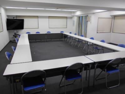 会議レイアウト 長机10台×2席=20席 - 第一総合警備保障株式会社 3階 研修・会議室の室内の写真