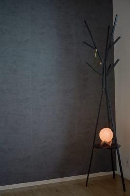 ハンガーラック&間接照明 - Chill.心斎橋店 レンタルサロンの設備の写真