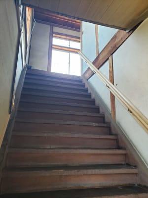 スペースへ上がる階段 - ハッレ倭 多目的スペースの入口の写真