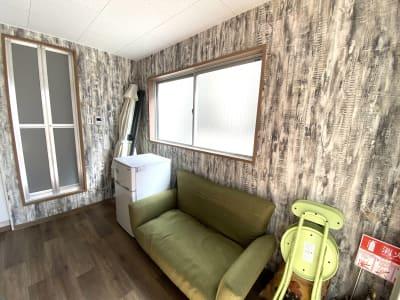 ソファー - BBQガーデン北梅田 5階 屋上の設備の写真