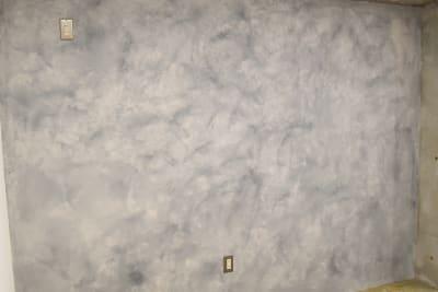 表情豊かな塗り壁は撮影の背景などにもおすすめ。 - 日本橋スタジオ 撮影、会議室、リモートワークの室内の写真