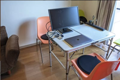 モニター完備 - 大久保ルーフトップワークス 屋上付きのワークスペースの室内の写真
