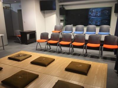 使用例 ③ ・イベントシーンでのレイアウト例 - STUDIOLOVOXUMEDA 多目的スペースの室内の写真
