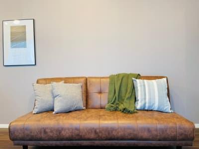 ゆったり落ち着く3人掛けソファー - ルカリオ北堀江 パーティールーム、多目的ルームの室内の写真