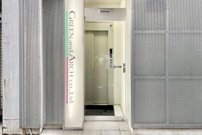 ビルの入口です。 エレベーターにて4階までお越しください。 - Funshare 浅草橋 オンラインブースAの室内の写真