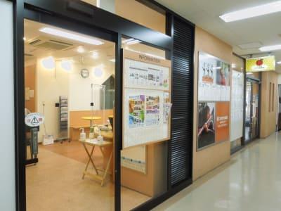 スガナミ楽器永山センター入口 - スガナミ楽器永山センター グランドピアノの外観の写真