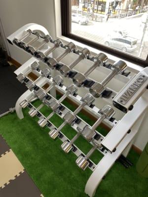 ダンベル(ペア1.5kg~10kg) - Cherryレンタルジム 中目黒 レンタルジムの設備の写真