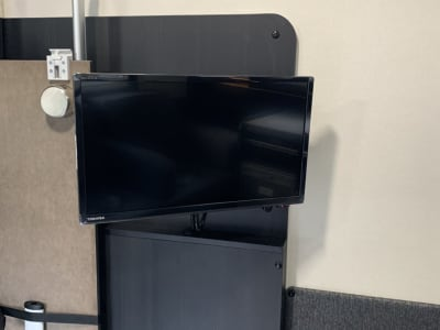 テレビと携帯、パソコンを繋げて動画など見ることも可能。 会議などにも使用できます。  - レンタルスペース【C-LH】 レンタルスペースの設備の写真