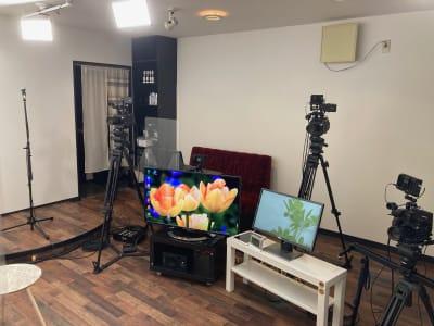 撮影&録音機材が充実 - アサカヤ要町スタジオ オンライン配信可能な防音スタジオの室内の写真