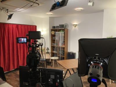 1階スタジオスペースは防音施工のため、演奏や歌唱、発生練習もOK!! - アサカヤ要町スタジオ オンライン配信可能な防音スタジオの室内の写真