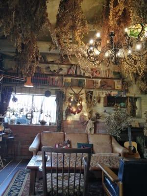 正面奥。鹿の剥製有。 - KEDI BASKAN フォト撮影スペース、結婚式前撮りの室内の写真