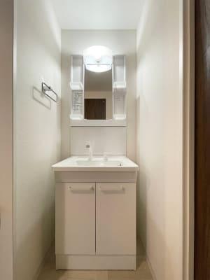 2か所の洗面所 - techhouse.tokyo 2階の室内の写真
