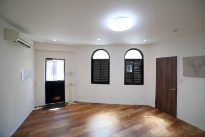 窓を締め切って外から見えないプライベートな空間で練習することも可能です。 - レンタルスタジオ オルカ駒込 レンタルスタジオの室内の写真