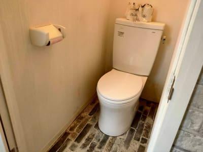 室内にある専用トイレ - レンタルスペース エキニシ 楽の室内の写真