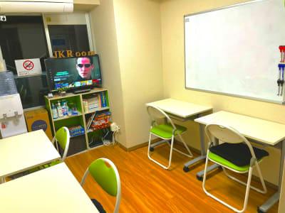 個別作業モード - JK Room 上野駅前店 貸し会議室の室内の写真