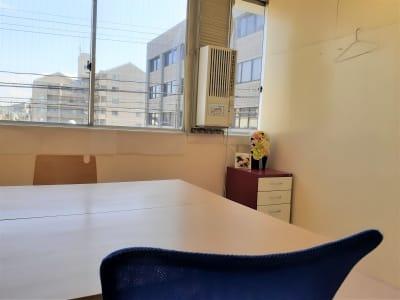 東海ビル金沢 ミーティング ・テレワ ークABの室内の写真