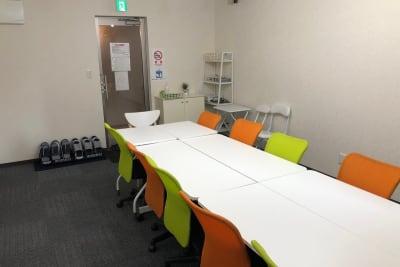 モダンでカジュアルな雰囲気 - のら猫会議室 高崎駅西口より徒歩5分の会議室の室内の写真