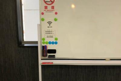 ホワイトボード常設 - のら猫会議室 高崎駅西口より徒歩5分の会議室の設備の写真