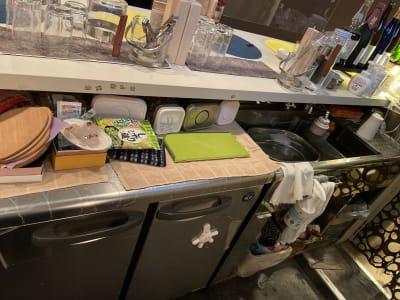 台所はあります。ポットなどもあります。ガスはありません。IHは一つあります。 - レンタルスペースワークショップ  レンタルスペースの設備の写真