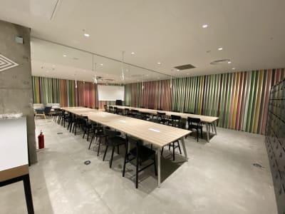 ATOMica北九州 ラウンジエリア(イベント会場)の室内の写真