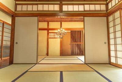 畳が6帖・8帖の2部屋、広げれば14帖になるので撮影会やイベントにも便利です。 - フォトスタジオbloom レンタルスペース、多目的スペースの室内の写真