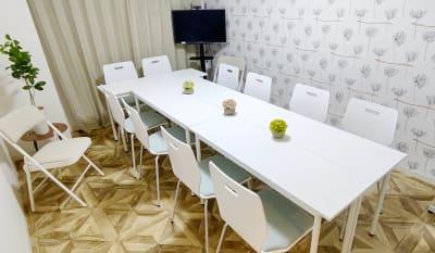 10名+補助席2席 - MTGベース ・クアトロ リモートワークスペースの室内の写真