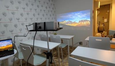 MTGベース ・クアトロ リモートワークスペースの室内の写真