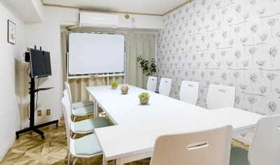明るく綺麗なお部屋でお気軽セミナー  - MTGベース ・クアトロ リモートワークスペースの室内の写真