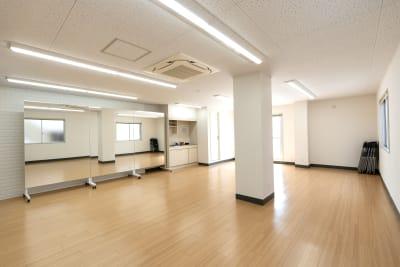 広さ54.6m2。1~8人で体を動かすことができます。 - レンタルスタジオKACHA レンタルスタジオの室内の写真