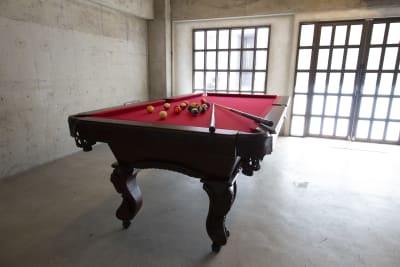 キャスター付きのビリヤード台(テーブル) - Photo Studio NY 水中撮影可能なスタジオの設備の写真
