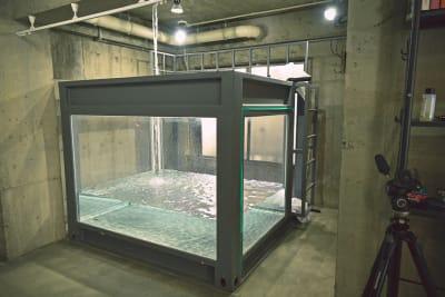 人が入れる水槽で撮影可能※水利用オプションが必要です。 - Photo Studio NY 水中撮影可能なスタジオの設備の写真