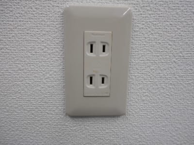 AC100V コンセント 2個口×5か所 - 第一総合警備保障株式会社 3階 研修・会議室の室内の写真