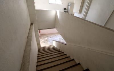 階段のレトロな雰囲気も魅力です - Y4 STUDIO 代々木 撮影スタジオ&ギャラリーの室内の写真