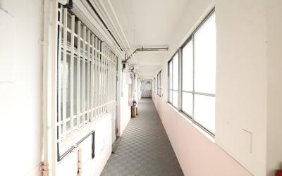 昭和の学校のような廊下 - Y4 STUDIO 代々木 撮影スタジオ&ギャラリーの室内の写真