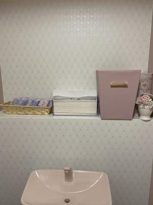 お手洗いも可愛いです! - ネイルサロンam PURTE ネイルサロンスペースの室内の写真