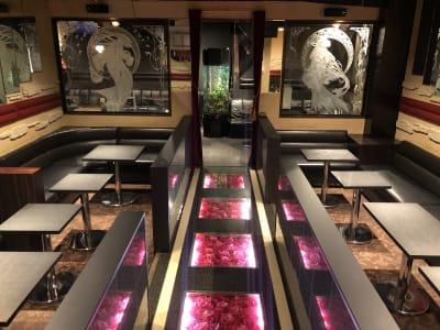 最大40名の入室が可能な広々空間です - club Sweet パーティルームの室内の写真