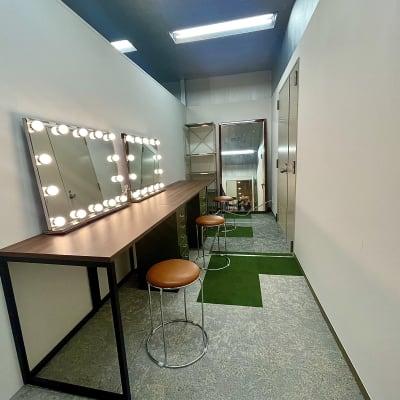 メイクルーム・スタッフルーム完備。 - ワンクロ中目黒スタジオ 多目的スペース・スタジオの室内の写真