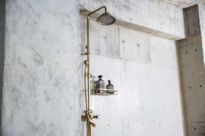 温水も出るシャワー ※水利用オプションが必要です。 - Photo Studio NY 水中撮影可能なスタジオの設備の写真