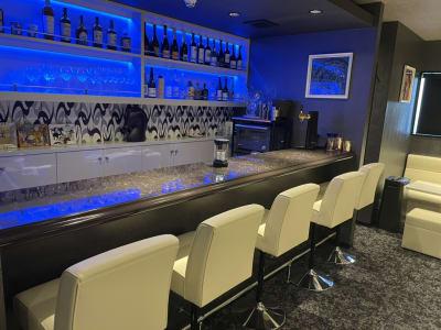 店内③(バーカウンター)お酒の種類は豊富です! - h(ash) TOKYO  レンタルスペース(カラオケ有)の室内の写真