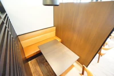デニーズ幡ヶ谷マルチスペース オープン2名席No.8の室内の写真